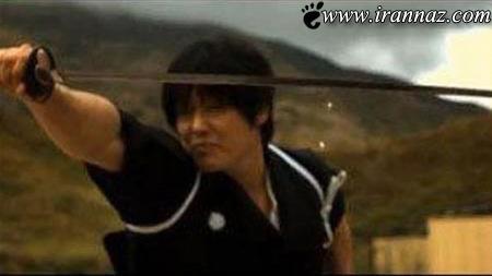 این مرد گلوله را با شمشیر و در هوا نصف میکند (عکس)