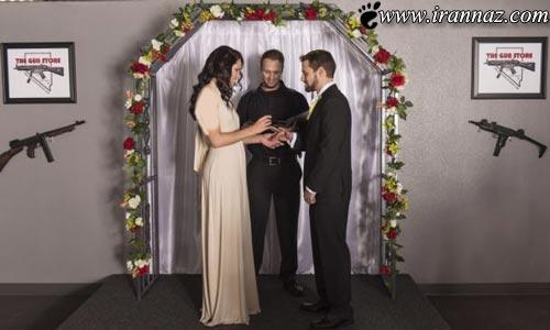 استفاده کردن از اسلحه بجای دسته گل عروس و داماد!