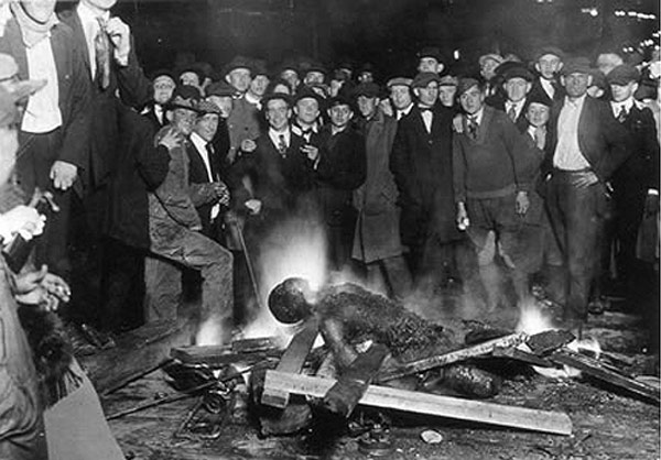 سوزاندن انسان های سیاه پوست در آمریکا!! (عکس)