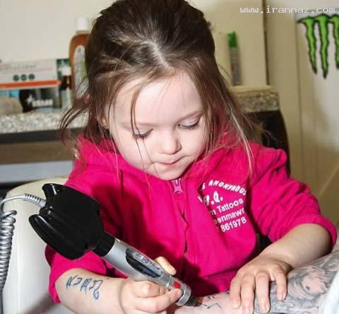 علاقه و توانایی بسیار عجیب این دختر زیبا در خالکوبی!