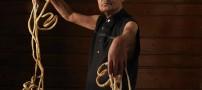 مردی عجیب با درازترین ناخن های جهان! (عکس)