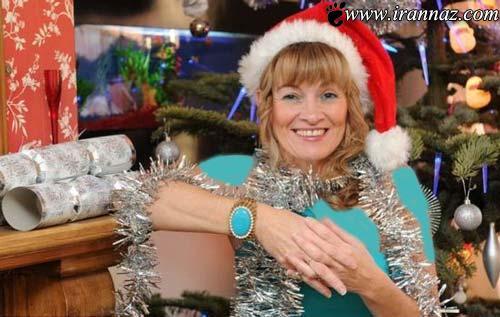 این خانم روزی صدها بار، کریسمس مبارک را میشنود!