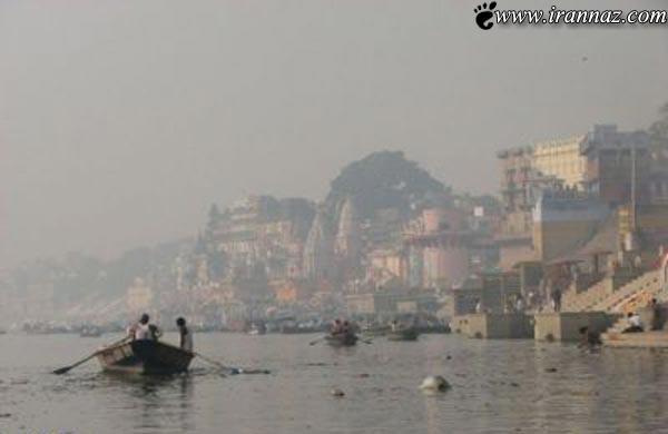 عکس هایی از جنازه های سرگردان در رودخانه ی هند!