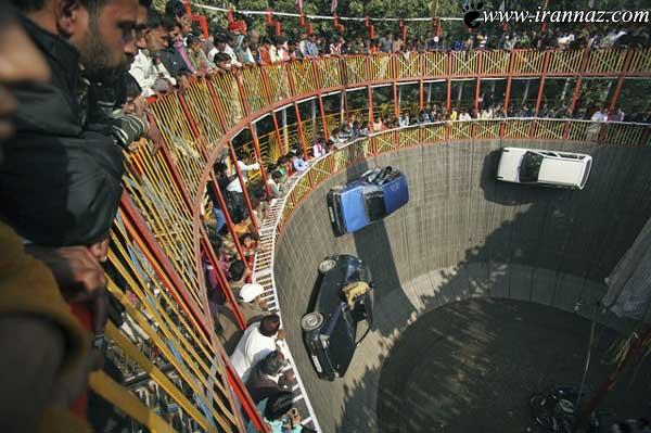 تصویر دیدنی از دیوار مرگ با حرکت چند ماشین در هند