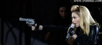 اسلحه کشی مدونا برای تماشاگران کنسرتش! (عکس)