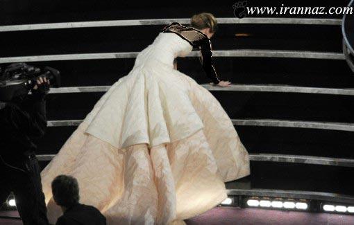 زمین خوردن جنیفر هنگام گرفتن جایزه اسکار (تصاویر)