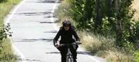 دوچرخه سواری دختران بی حجاب در سطح شهر(تصویر)