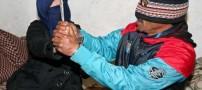 تجاوز جنسی وحشیانه به دختری سربرید شده (عکس)