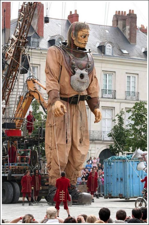 بزرگترین عروسک خیمه شب بازی دنیا