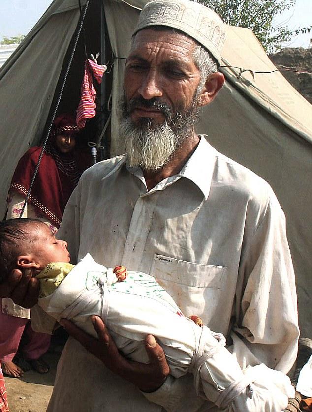 تلاش یک میلیاردر برای خرید یک نوزاد !!