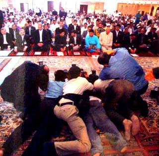 تلاش برای عکس گرفتن از رییس جمهور | www.irannaz.com