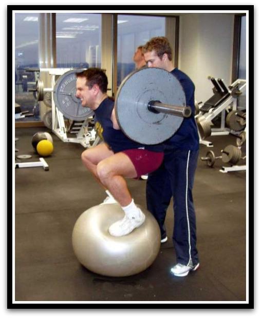 تمرین تقویت تعادل در حرکت اسکوات
