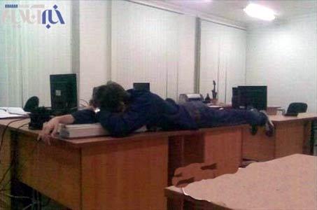 عکس هایی خنده دار از چرت زدن در محل کار