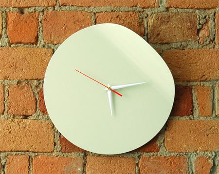 ساعت دیواری های بسیار عجیب و دیدنی