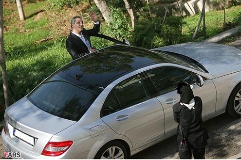 عکسی از ماشین مهران مدیری
