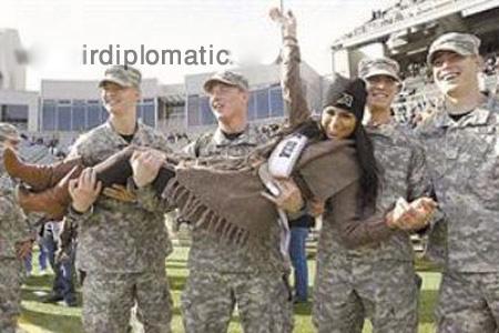 دردسر ملکه زیبایی بعد از انتشار عکسش با سربازان امریکایی!