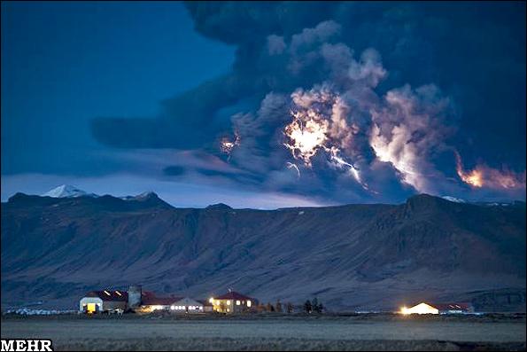 پرتاب سنگ غول پیکر در پی فوران یک آتشفشان