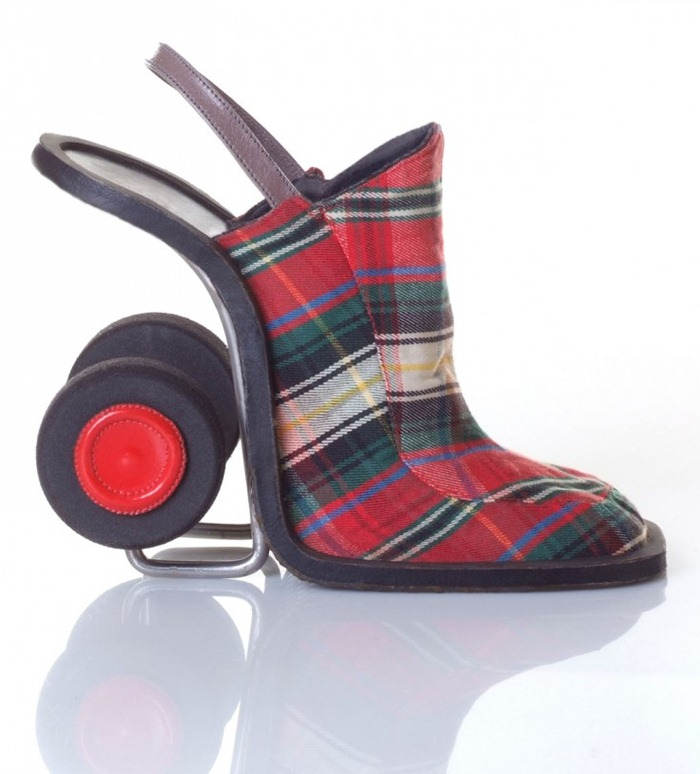 جدید ترین و عجیب ترین مدل های کفش زنانه 2011