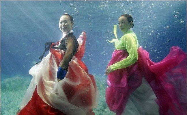 عکس هایی از جشنواره مد دختران در زیر آب