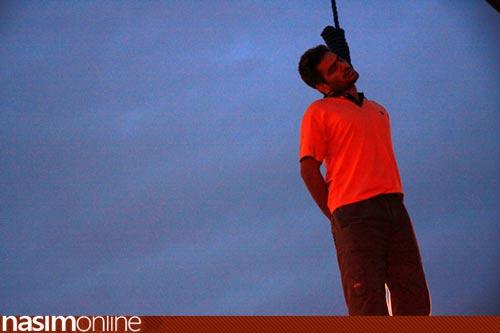 عکس هایی از اعدام عامل جنایت میدان کاج تهران