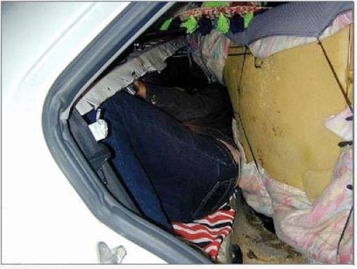 عکسهایی از  عجیب ترین شیوه های قاچاق انسان