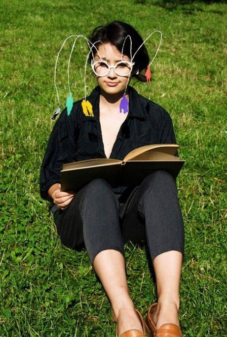 اختراع عینکی برای افرادی که تنها هستند (+عکس)