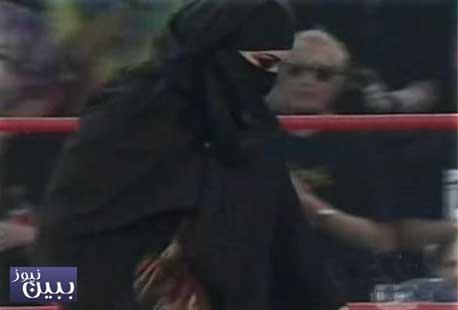 عکسهایی از حضور زن با حجاب کامل در کشتی کج!